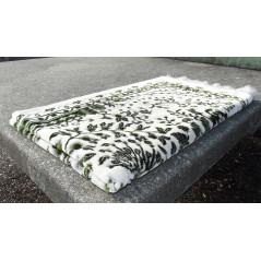 Tapis de Prière épais , taille standard (120x70 Cm) , Couleur motifs fleuris Vert sur un fond clair (blanc)