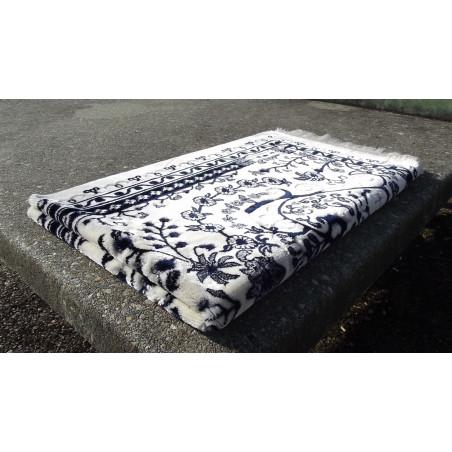 Tapis de Prière épais , taille standard (117x82 Cm) , Couleur motifs fleuris Bleu sur un fond clair (blanc)
