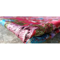 Tapis de Prière en polyester - Motifs brodés arabesques florales - couleur dominante ROUGE