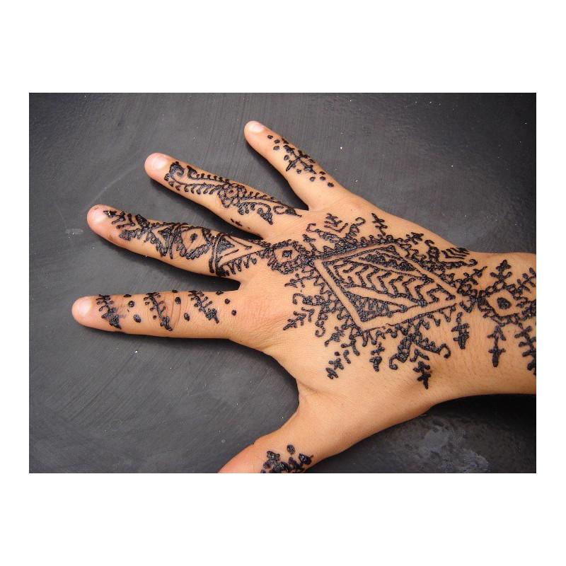 Tatouage éphémère avec le henné gabarit pour mains (Lali)